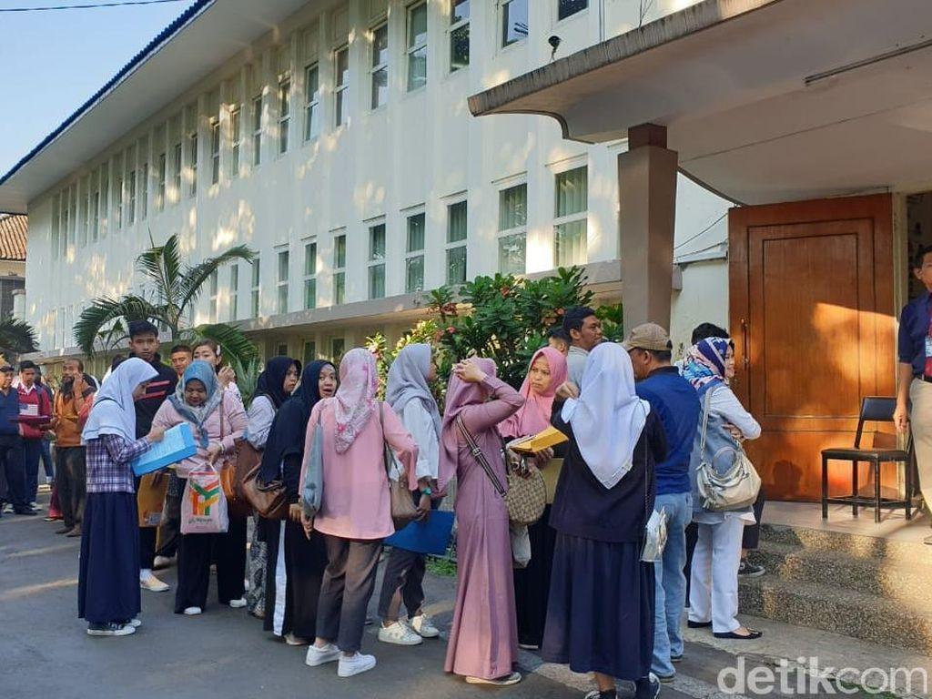 Orang Tua Harus Bolak Balik Daftarkan Anak ke SMA 2 Bandung