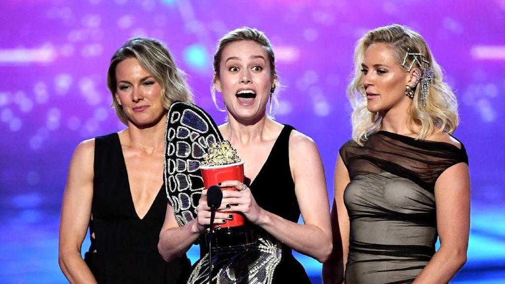 Captain Marvel Menang Best Fight, Brie Larson Bergaya Bak Kupu-kupu