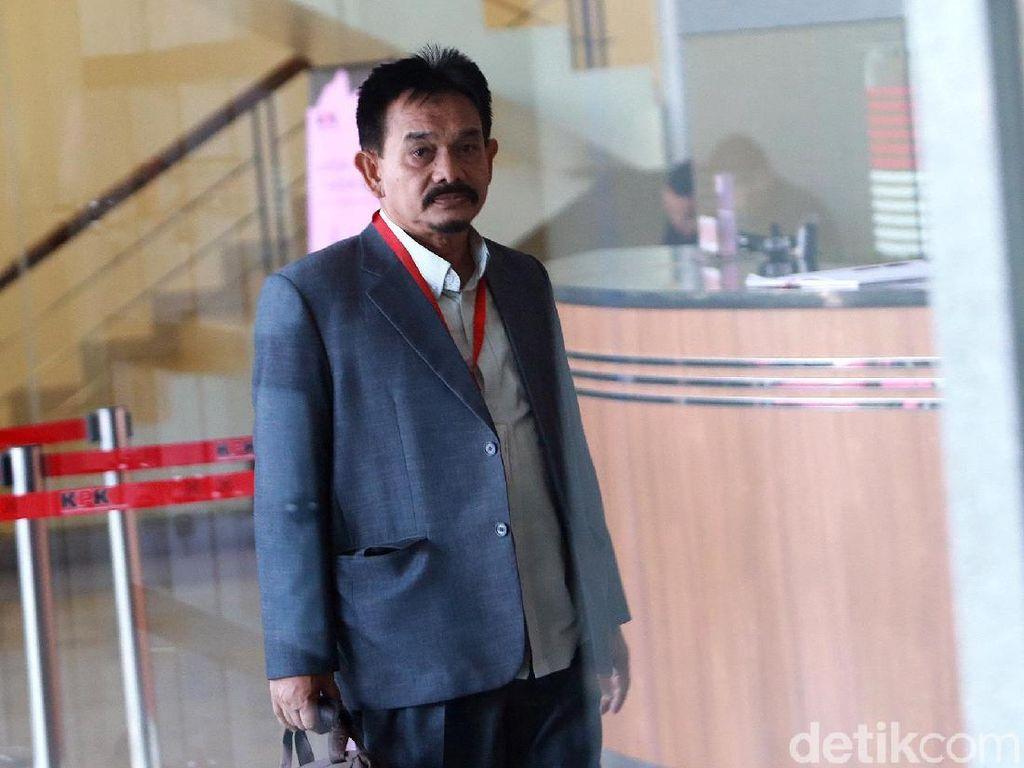 Ekspresi Eks Rektor UIN Aceh Saat Diperiksa Terkait Kasus Rommy