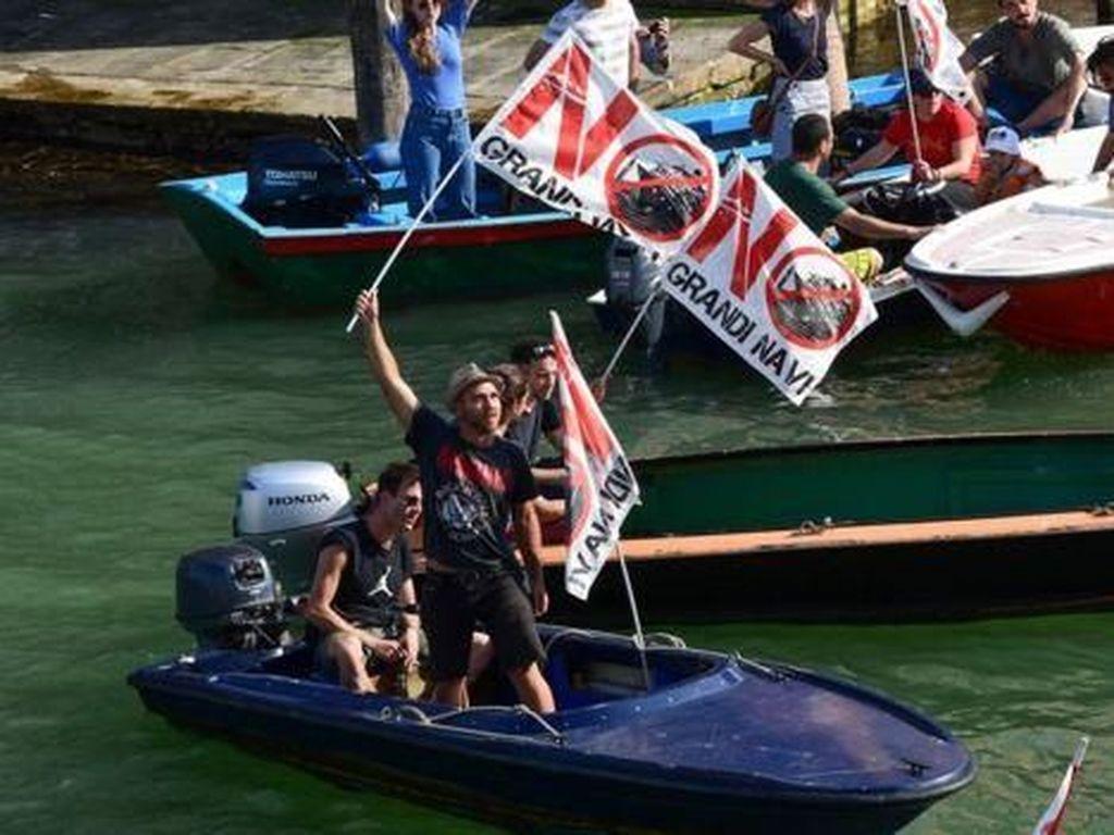 Warga Venesia Demo, Tolak Kapal Pesiar!
