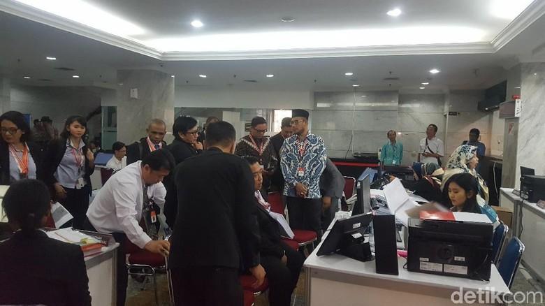 Tiba di MK, KPU Serahkan 300 Halaman Dokumen Jawaban Gugatan Prabowo
