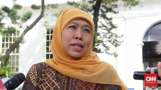 Gubernur Jawa Timur Khofifah Indar Parawansa usai bertemu Presiden Joko Widodo, di Kompleks Istana Kepresidenan Jakarta, Selasa (18/6).