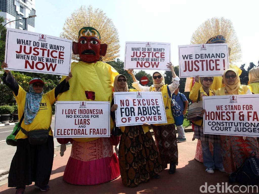 Bawa Ondel-ondel, Massa Kawal Sidang Sengketa Pilpres 2019