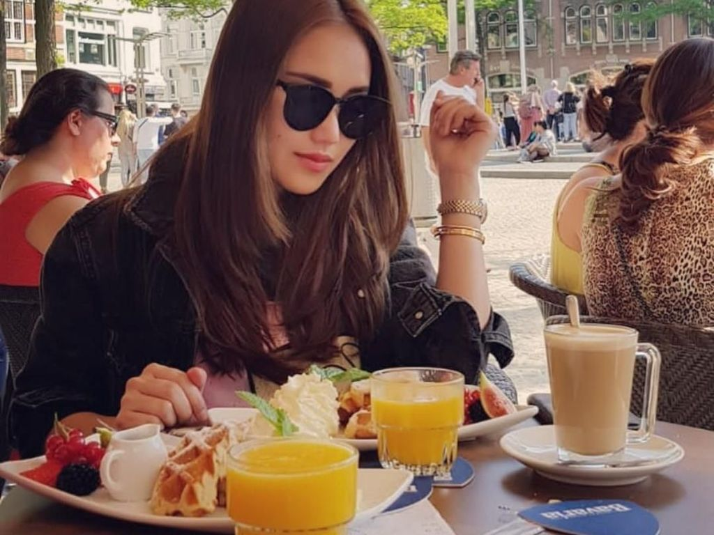 Serunya Ayu Ting Ting Makan Bakso Hingga Waffle Enak di Belanda
