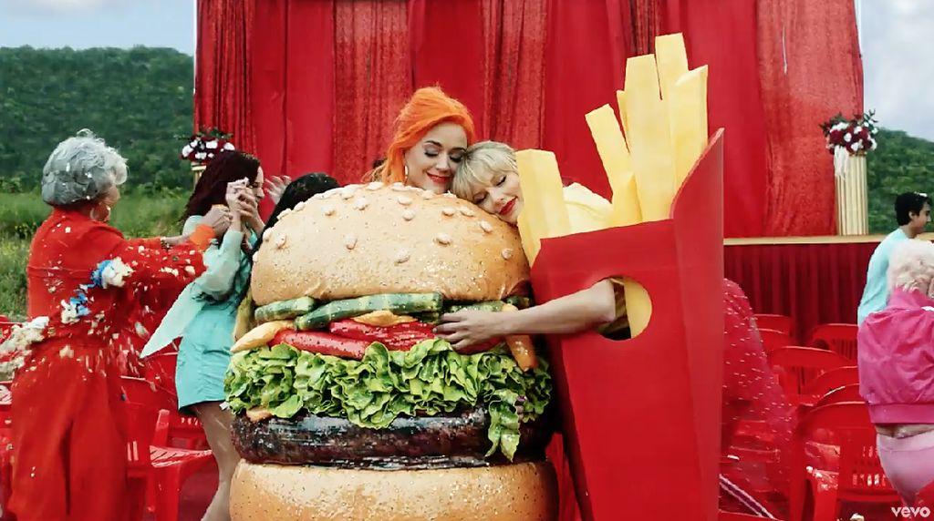 Taylor Swift dan Katy Perry Bersahabat Lagi, Lihat Gaya Mereka yang Kompak