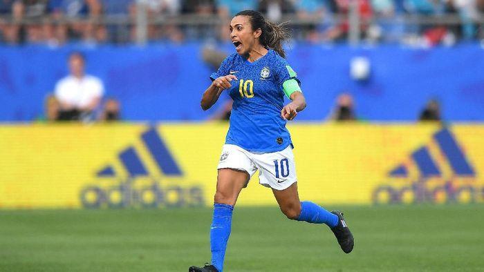 Sebuah gol Marta memenangkan Brasil atas Italia 1-0 di fase grup Piala Dunia 2019. Gol itu menempatkan Marta di urutan teratas top skor dengan 17 gol. Marta terpilih sebagai pemain terbaik dunia putri enam kali.Foto: Michael Regan / Getty Images