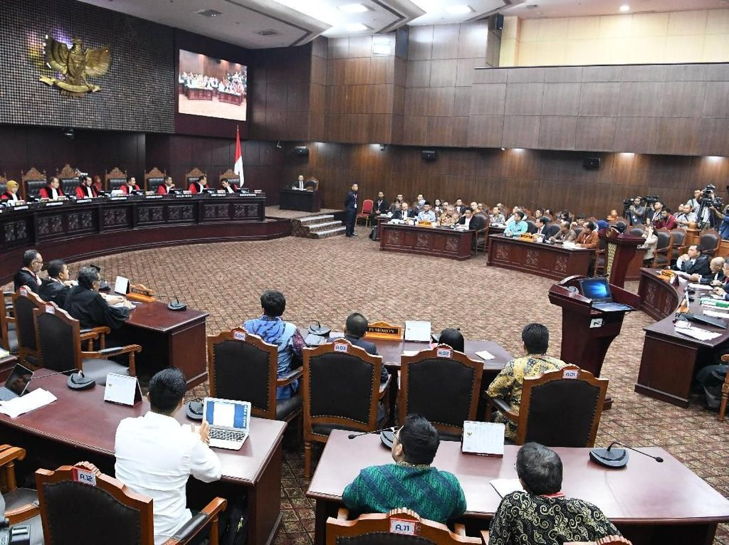 Momen Tim Prabowo-Jokowi, KPU, Bawaslu Foto Bareng Usai Sidang MK