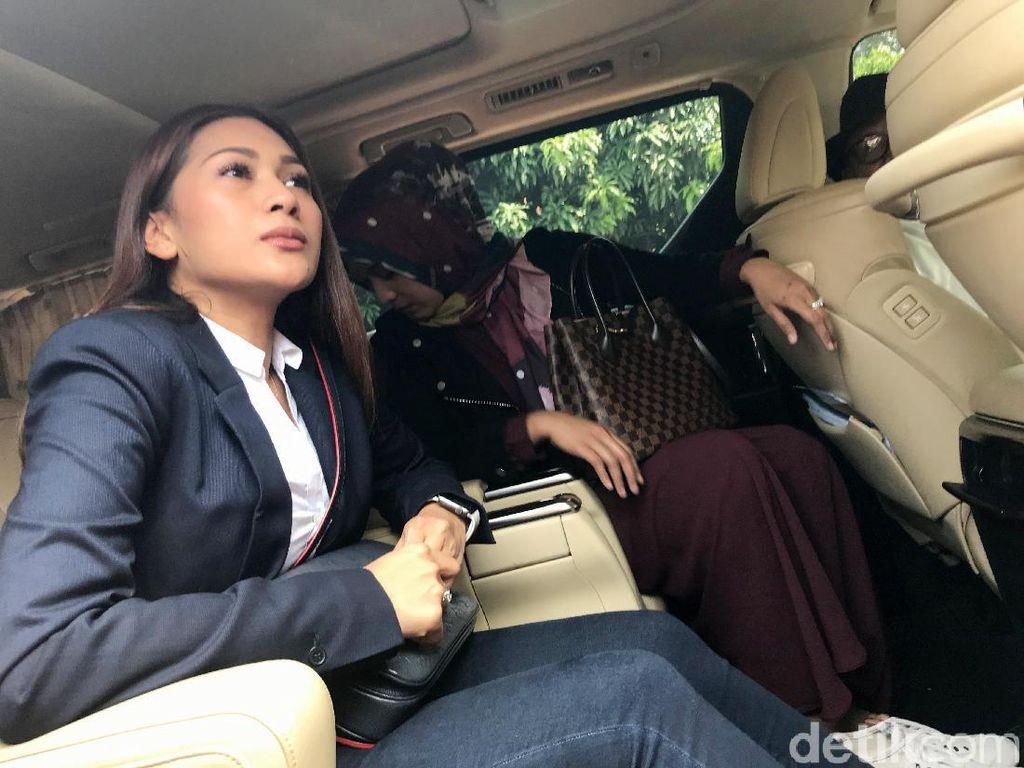 Sama-Sama Pernah Bercerai, Tata Janeeta Bikin Vlog Bareng Maia Estianty