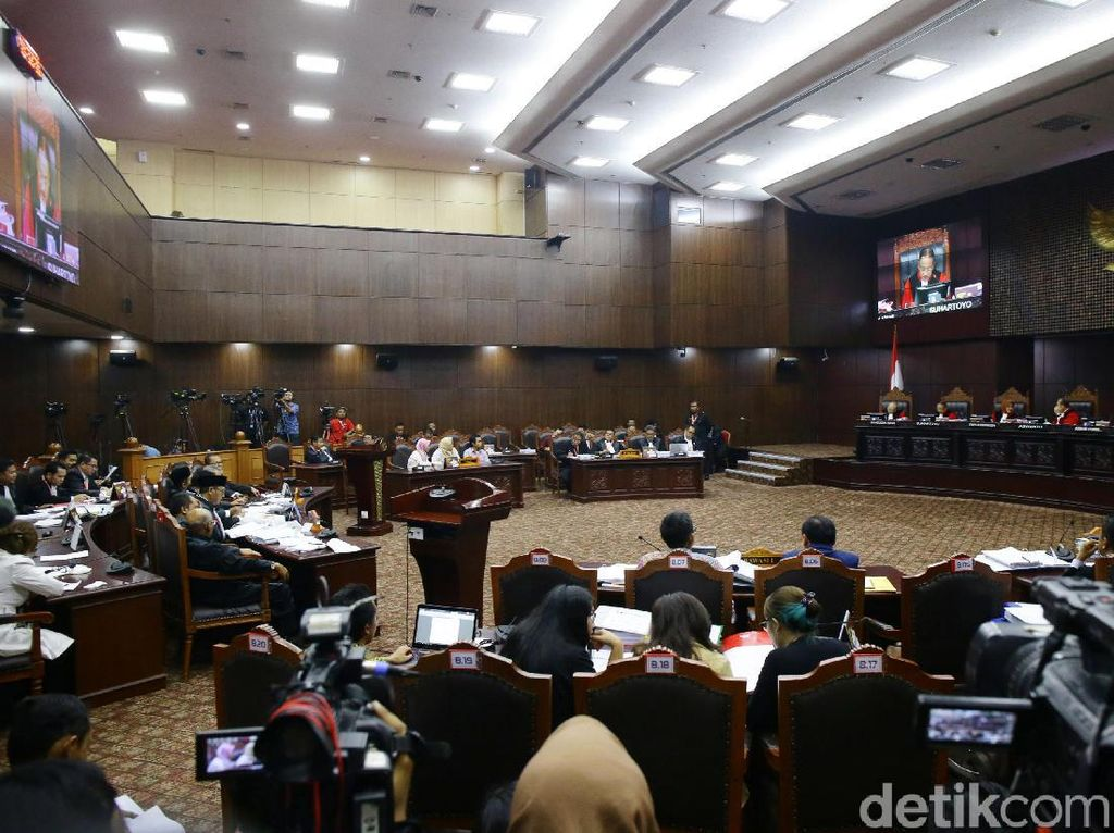 Hari Berganti, MK Tetap Lanjutkan Periksa Saksi Kubu Prabowo