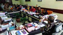 Anak Tak Diterima di SMP Pilihan, Puluhan Wali Murid Geruduk DPRD Surabaya