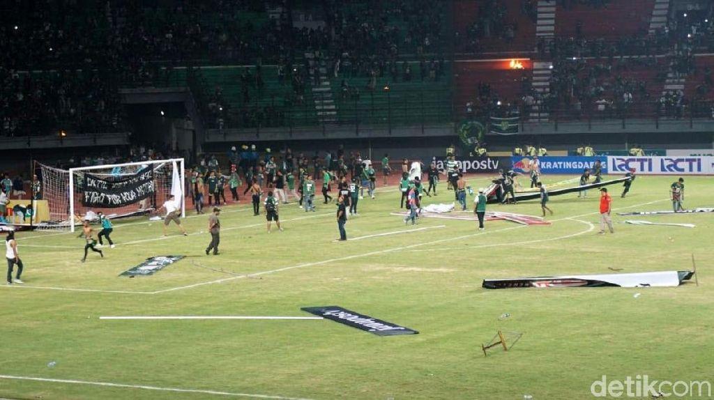 Ricuh Bonek Warnai Laga Persebaya vs Madura United