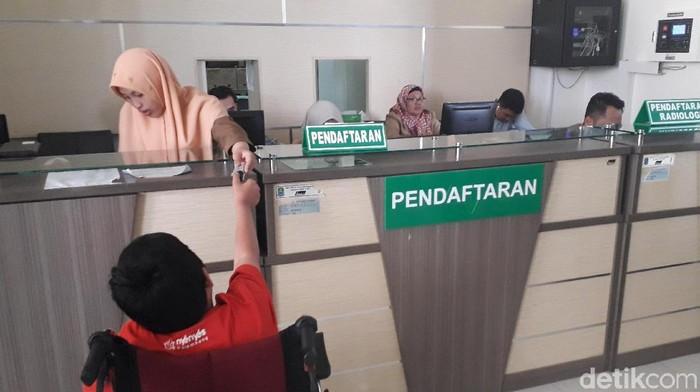 BPJS Kesehatan terapkan sistem fingerprint pada pasien. Foto: Rosmha Widiyani/detikHealth