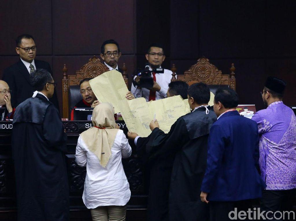 Saksi Prabowo Bawa Amplop Coklat di Sidang Sengketa Pilpres