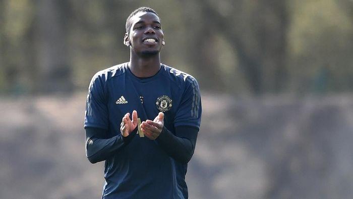 Paul Pogba akan terima bonus loyalitas wah dari Manchester United. (Foto: Nathan Stirk / Getty Images)