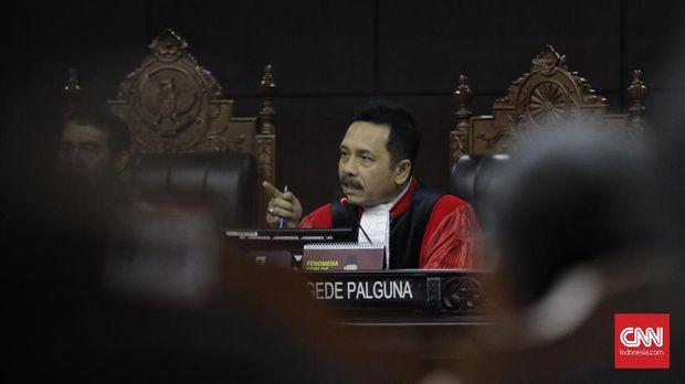 Hakim MK I Dewa Gede Palguna memarahi kuasa hukum paslon 02 karena mengulang pertanyaan yang sama ke Ahli.