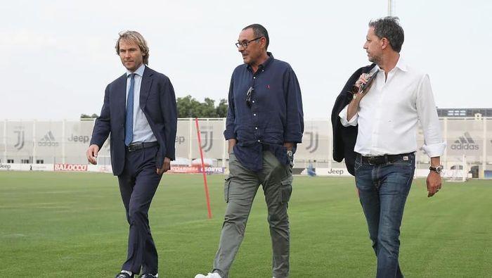 Maurizio Sarri saat pertama kali mengunjungi markas Juventus sebagai pelatih. (Foto: Instagram @juventus)