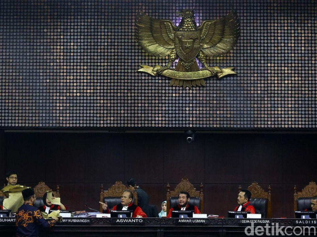 Hakim MK Musyawarah Mufakat Putuskan Gugatan Pilpres