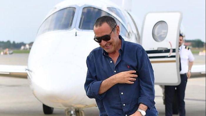 Sarri tiba di Turin pada Rabu (19/6/2019) siang waktu setempat. Pelatih berusia 60 tahun itu datang dengan menumpang sebuah jet pribadi. Foto: Instagram @juventus