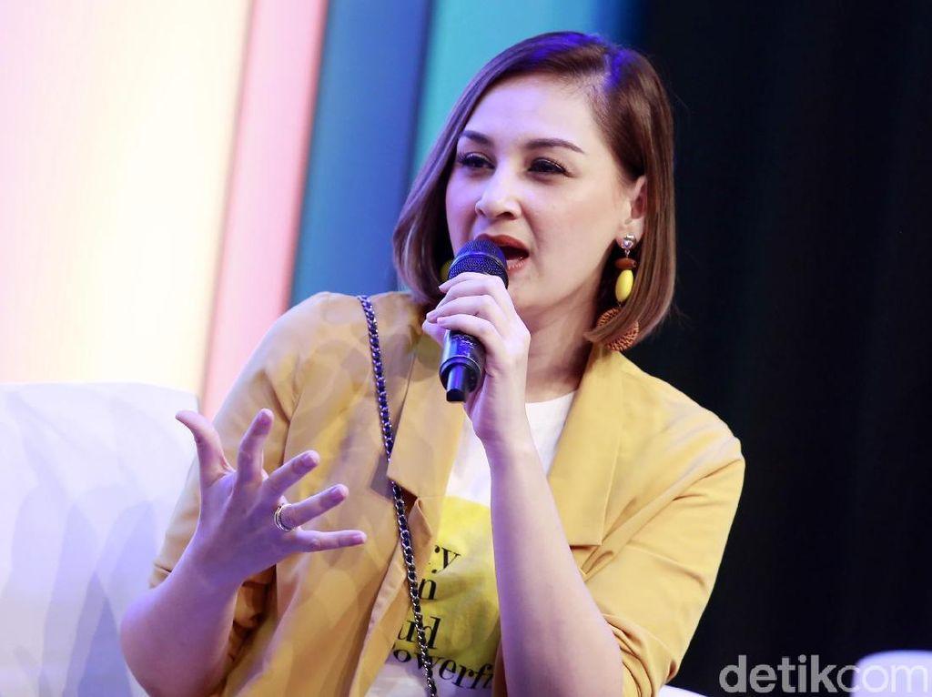 Wejangan Mona Ratuliu untuk Kesha Ratuliu yang Mau Tunangan