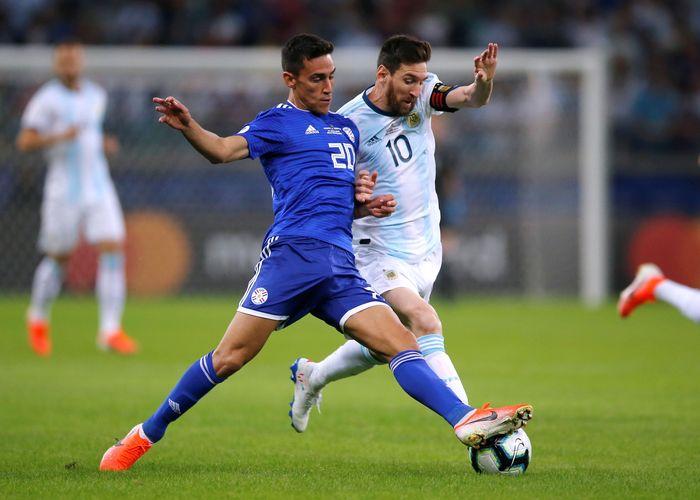 Argentina menghadapi situasi hidup-mati setelah seri 1-1 dengan Paraguay. Albiceleste terancam tersingkir di fase grup Copa America 2019. Luisa Gonzalez/Reuters.