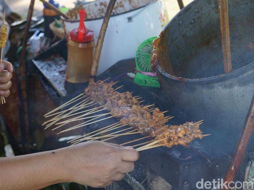 Foto: Liburan Sekolah, Ada Pasar Kuliner yang Hits di Tanah Datar