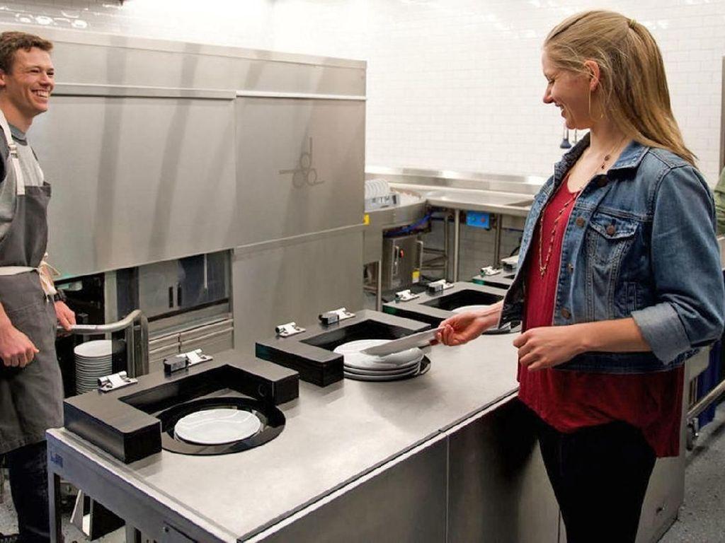 Robot  Ini Mampu Cuci Ratusan Piring Kotor dalam Waktu Singkat