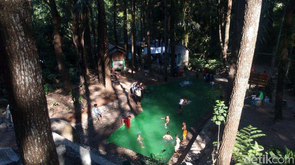 Foto: Kolam Renang di Hutan Pinus Semarang