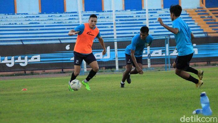 Persela Lamongan bersiap melawan Persija Jakarta di Liga 1 2019. (Foto: Eko Sudjarwo/Detikcom)