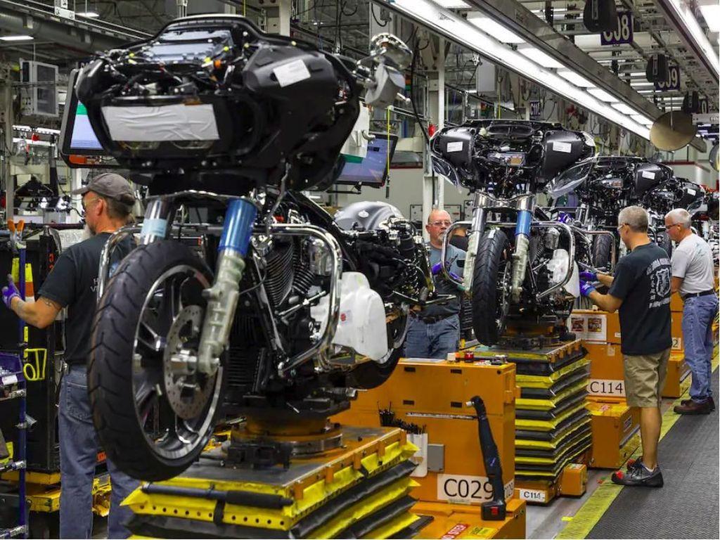 Harley-Davidson Pecat Ratusan Buruh Pabriknya