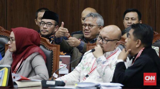 Jajaran Komisioner KPU di sidang MK.
