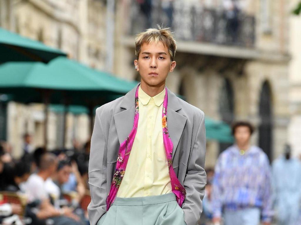 Penampilan Mengejutkan Mino WINNER di Fashion Show Louis Vuitton