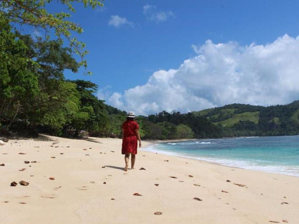 Satu Lagi Pantai Eksotis di Sulawesi