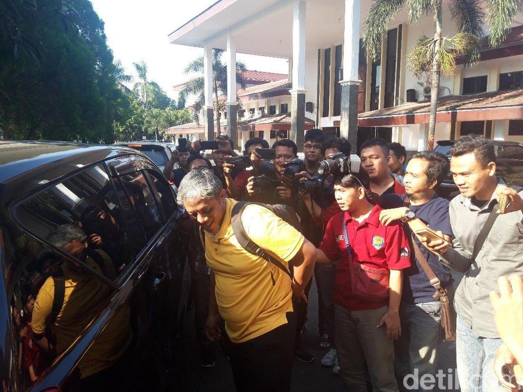 Geledah Kantor DPRD Kabupaten Cirebon, KPK Sita Berkas Gaji-Tunjangan