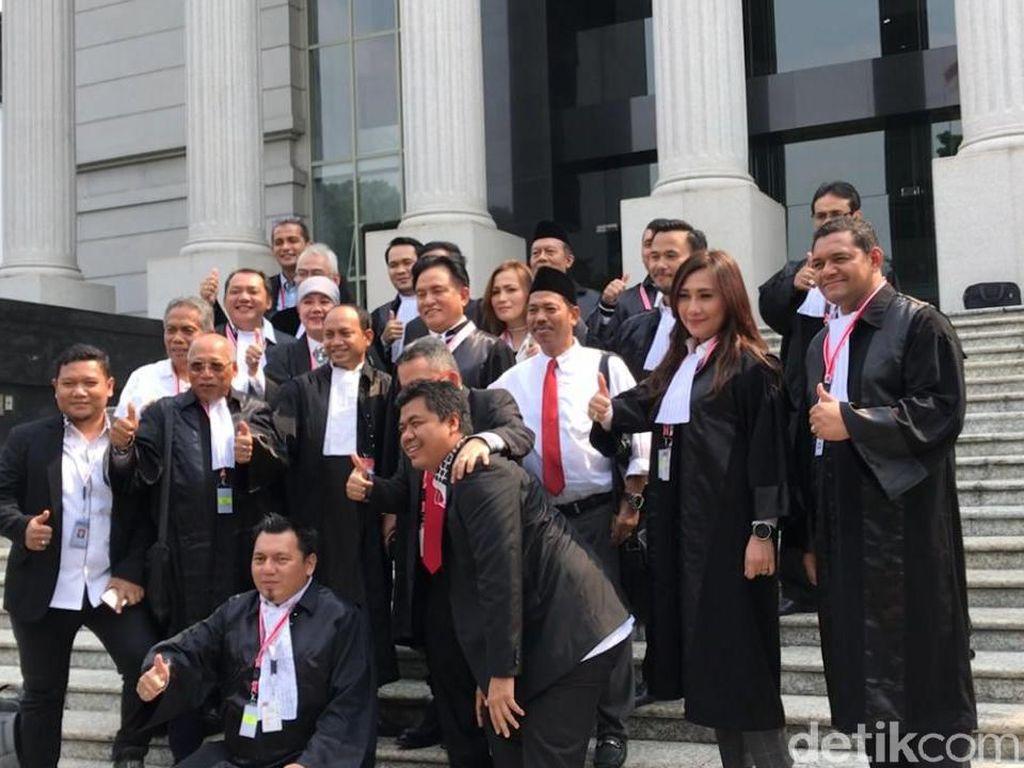 Di depan MK, Tim Hukum Bikin Video Ucapan Selamat Ulang Tahun ke Jokowi