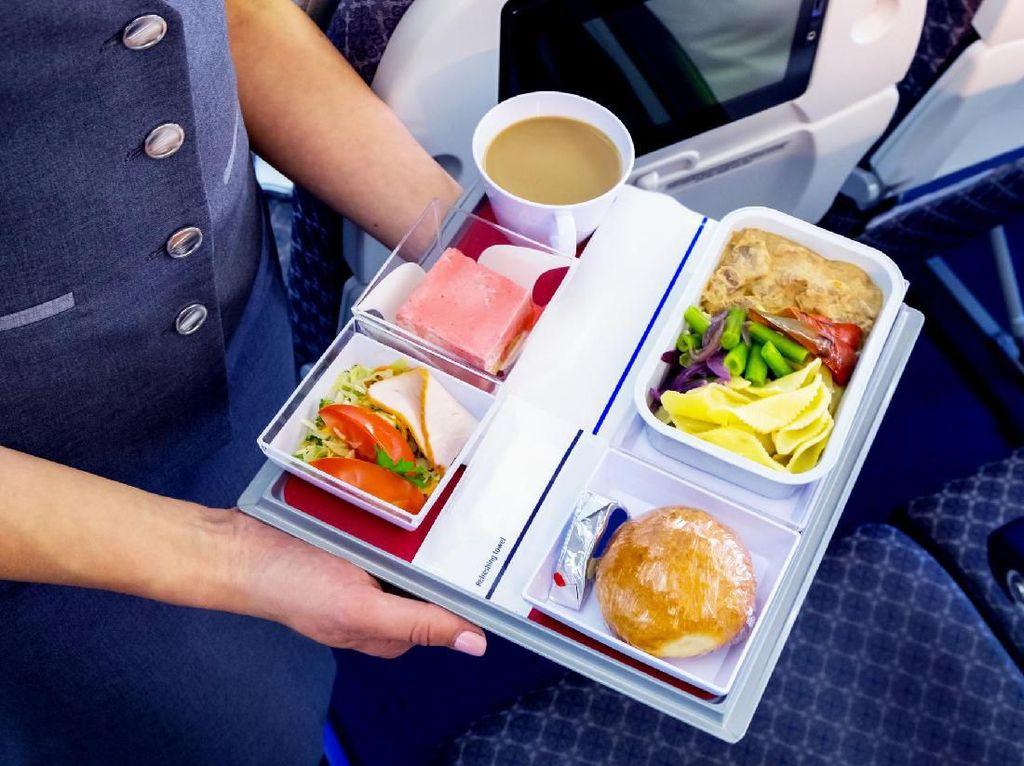 Pilot Ini Ngambek Tak Mau Terbang Karena Kotak Makannya Tak Dicuci