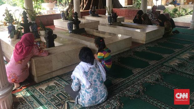 Sowan ke Tiga Makam 'Jagoan' Jakarta