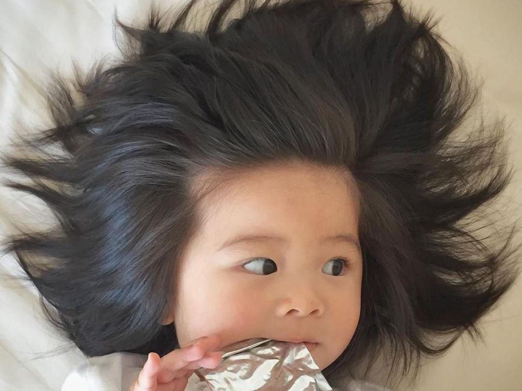 Gemasnya! Gaya Makan Baby Chanco, Bayi yang Viral karena Rambut Super Tebal