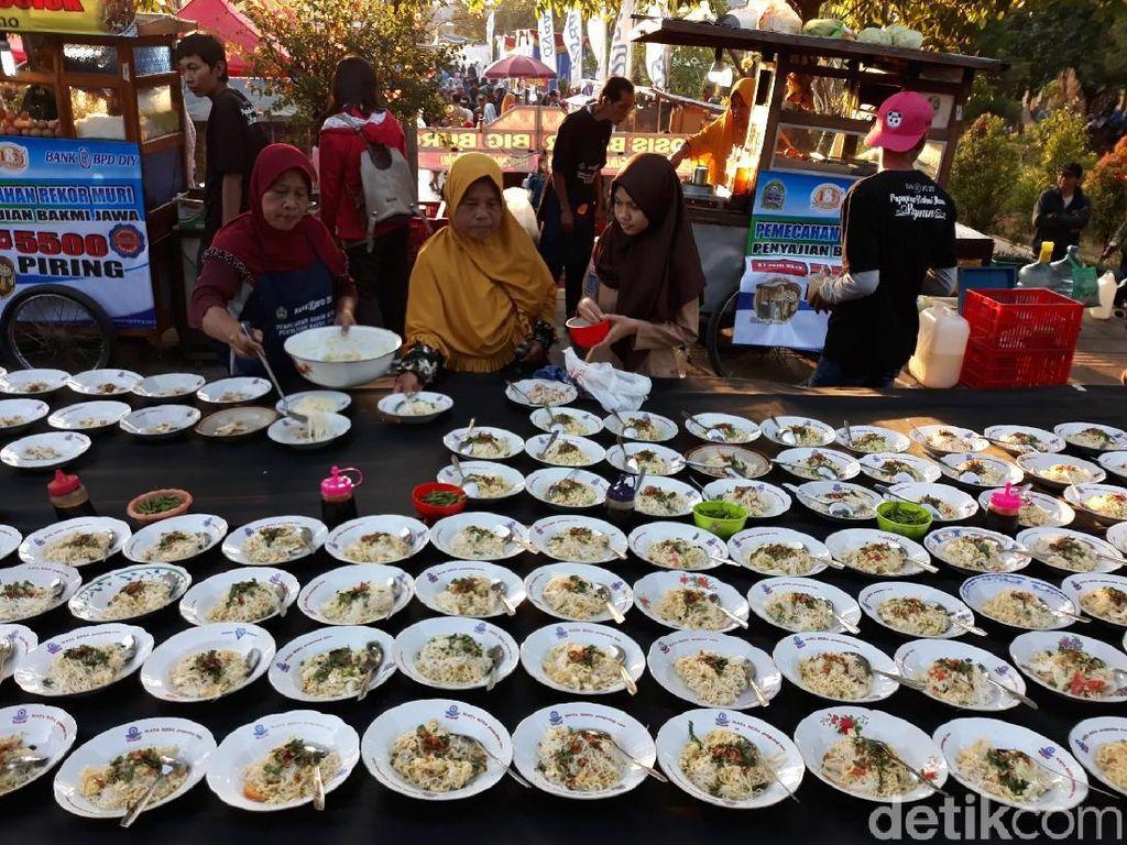 Gunungkidul Ultah ke 188, Ribuan Porsi Bakmi Jawa Gratis
