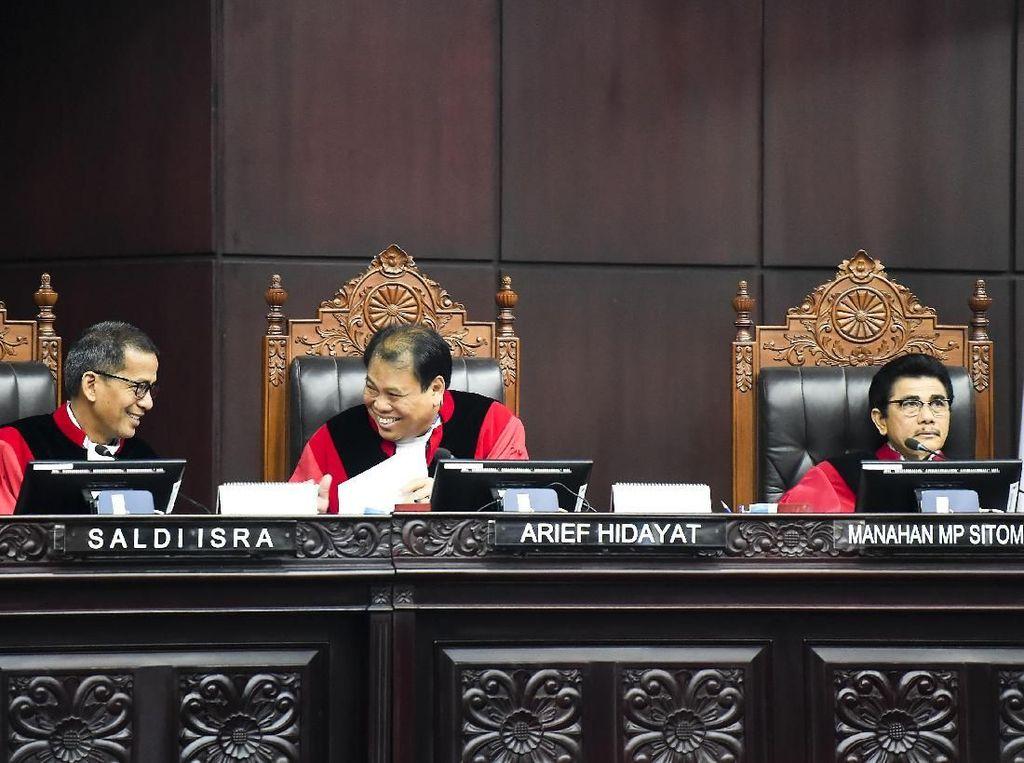 Hakim MK Minta Pengacara PD Tak Pakai Asumsi Politis di Sidang