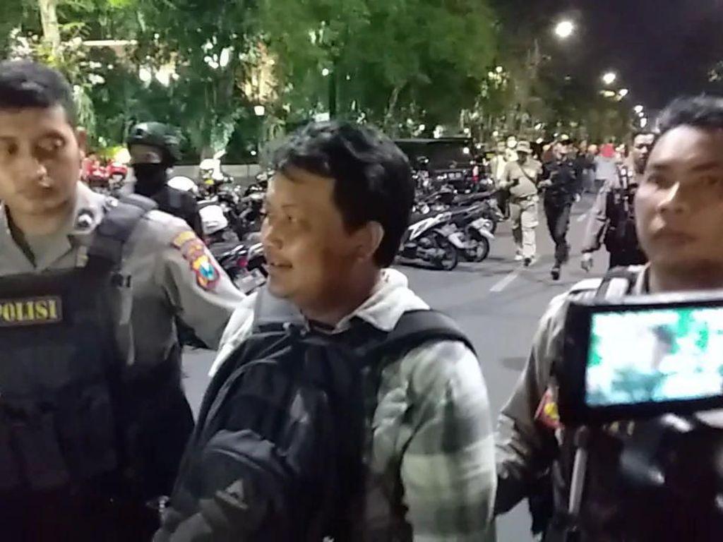 1 Orang Diamankan Polisi Saat Aksi Protes Sistem Zonasi di Surabaya