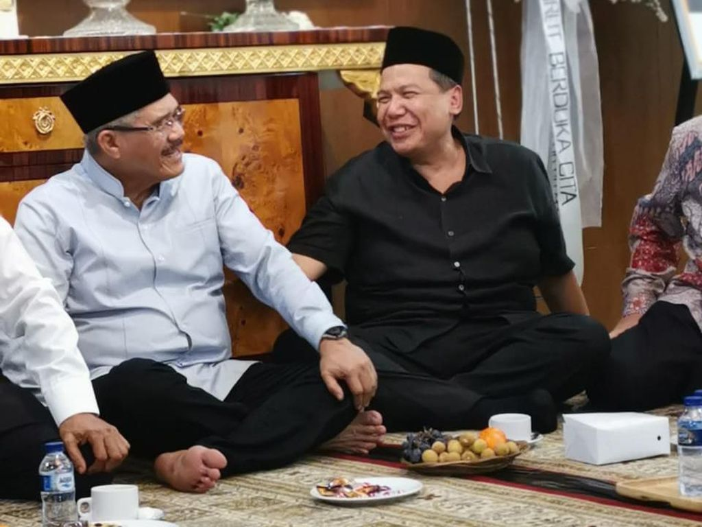 Momen CT dan OSO Melayat ke Kediaman Ketua MA Hatta Ali