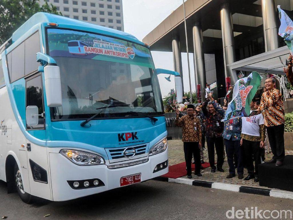 Momen KPK Lepas Bus Antikorupsi