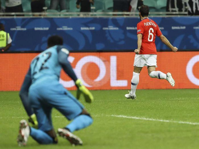 Chile bisa unggul duluan. Di menit kedelapan, Jose Pedro Fuenzalida mengoyak gawang Ekuador. (Foto: Bruna Prado/Getty Images)