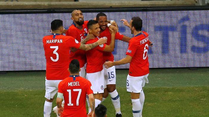 Timnas Chile merayakan gol Alexis Sanchez ke gawang Ekuador. (Foto: Luisa Gonzalez/Reuters)