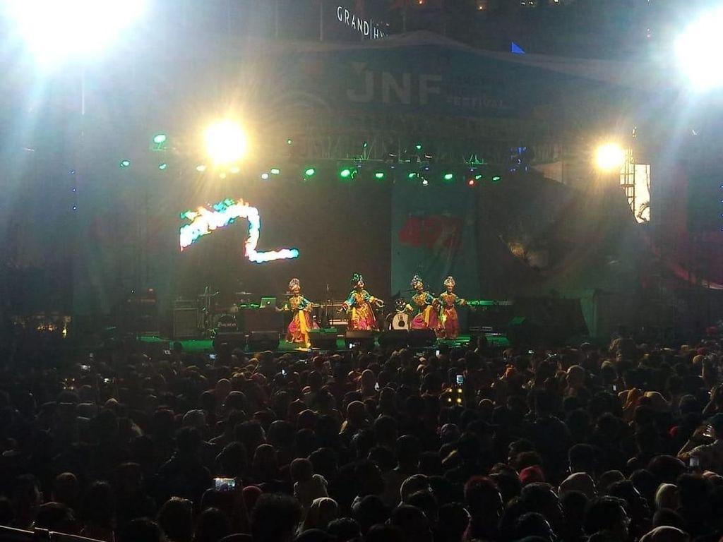 Mantul! Warga Masih Padati Bundaran HI di HUT DKI Jakarta