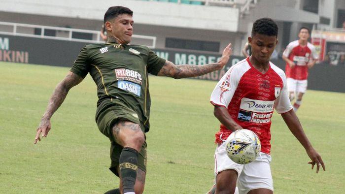 PS Tira Persikabo kalahkan Persipura Jayapura 2-1 (ANTARA FOTO/Yulius Satria Wijaya)