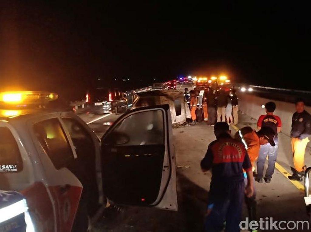 Detik-detik Pikap Terbakar Tewaskan Kenek di Tol Nganjuk