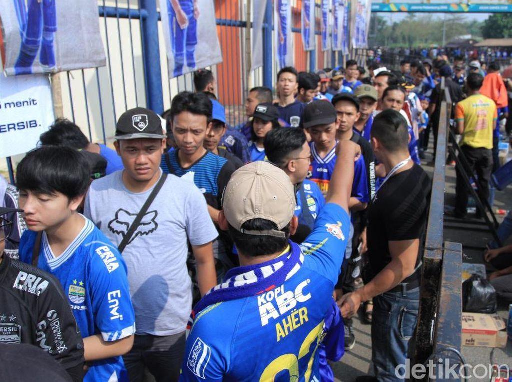 Persib Menjamu Madura United, Biru-Merah di Stadion Si Jalak Harupat