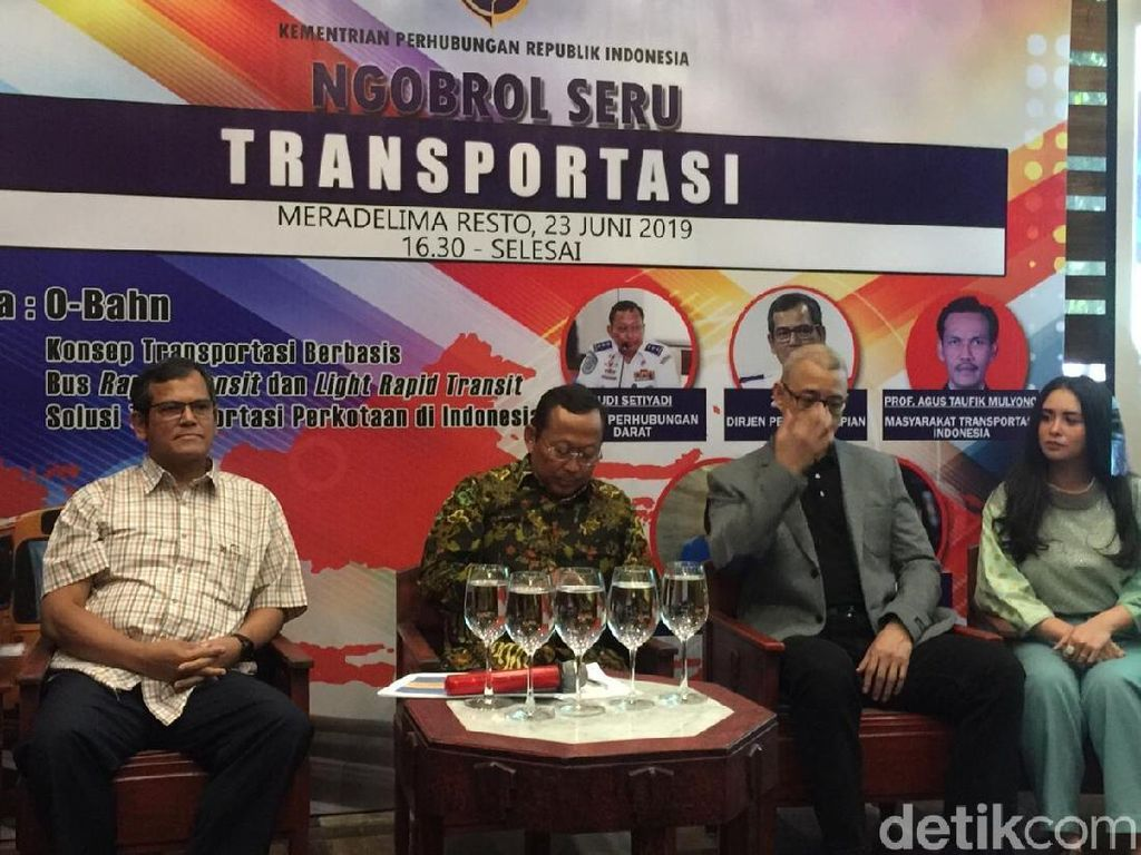 Kemenhub Mau Kawinkan Bus dan LRT, Jakarta Butuh?