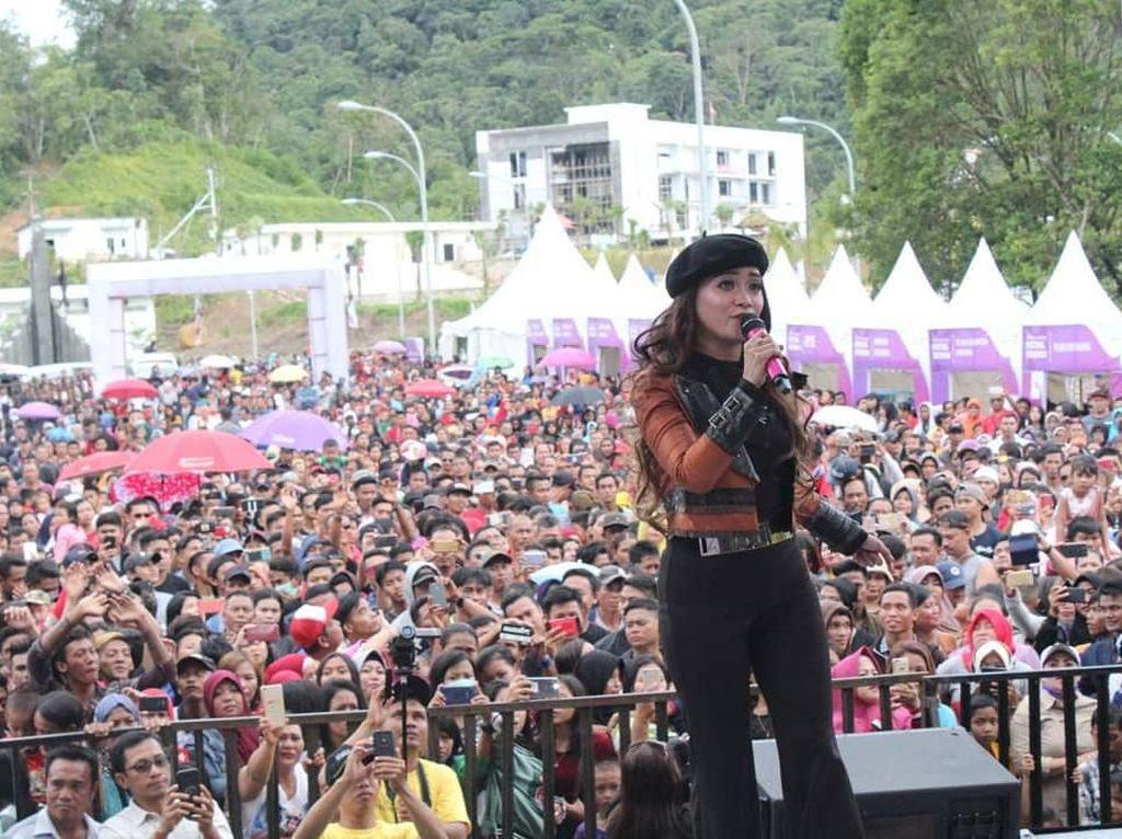 Iyeth Bustami & Tika Zeins Goyang Festival Badau 2019